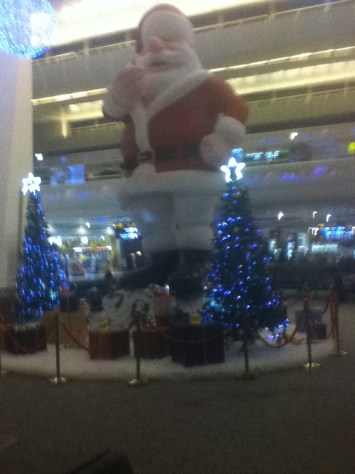 giant santa delhi airport hours before our departure - Giant Christmas Hours